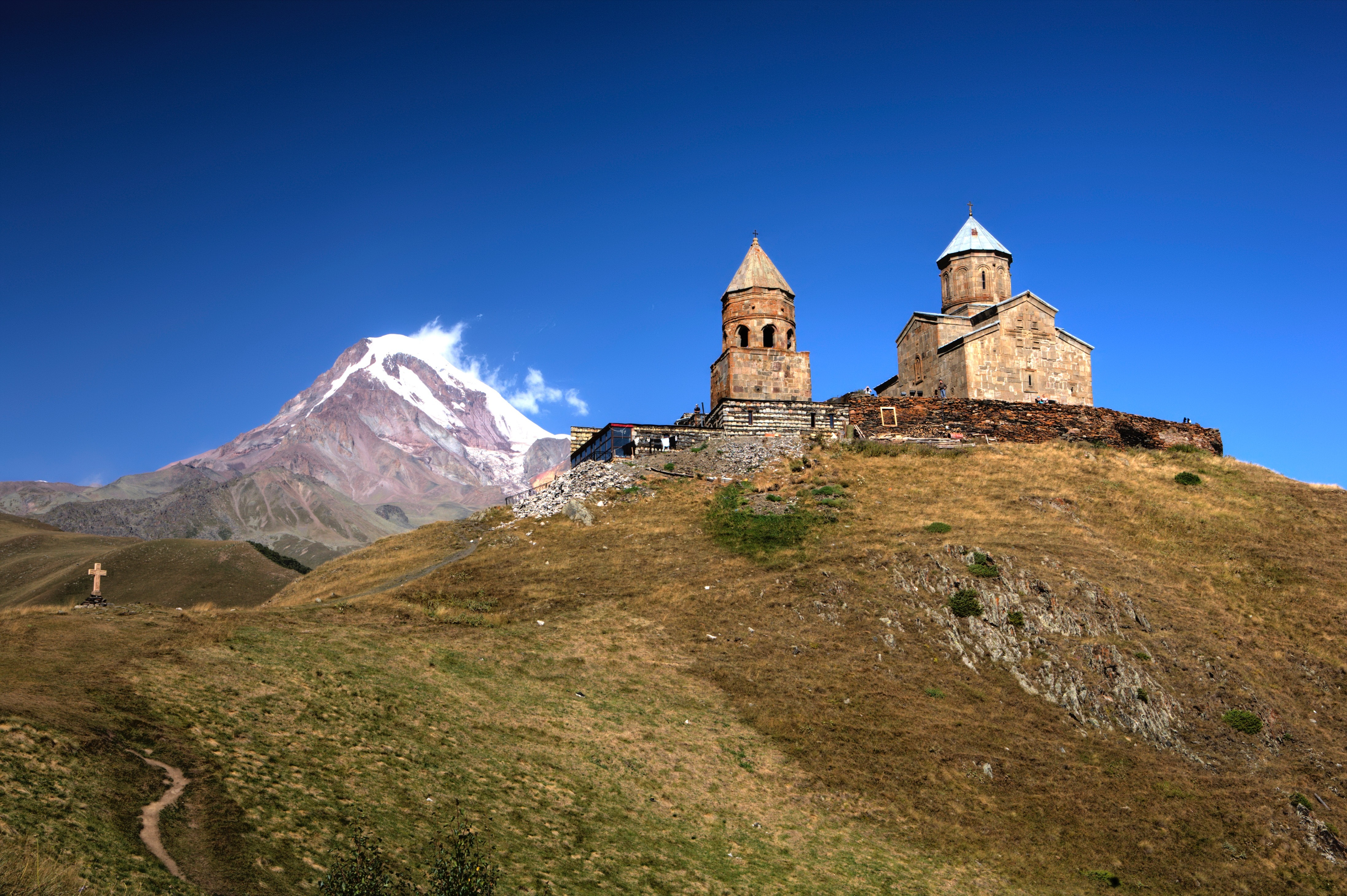 gergeti trinity church kazbeg 2